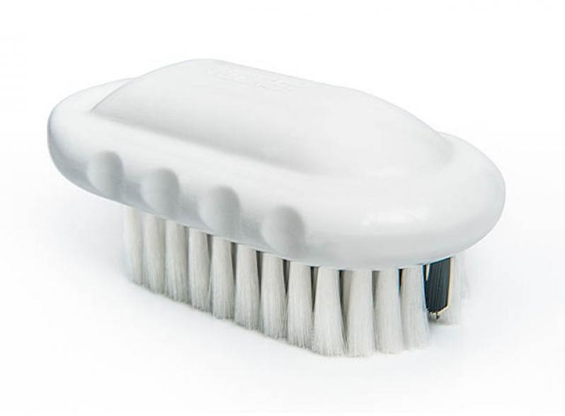 Escova para limpeza de bacias, afastadores e equipamentos